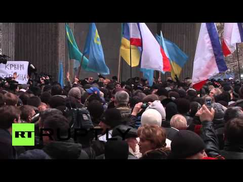 Ukraine: Opposing protesters square off in Simferopol