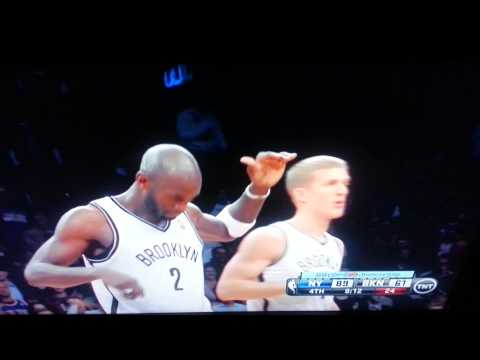 Bargnani vs Garnett/I. Shumpert vs A. Blatche(2)