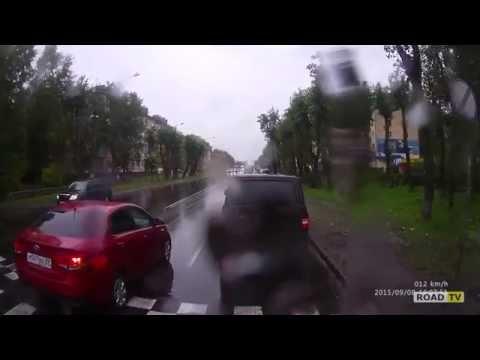 Водитель Киа сбил парня на пешеходе