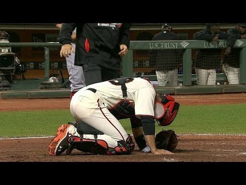 CIN@SF: Posey shaken up after foul tip hits his foot