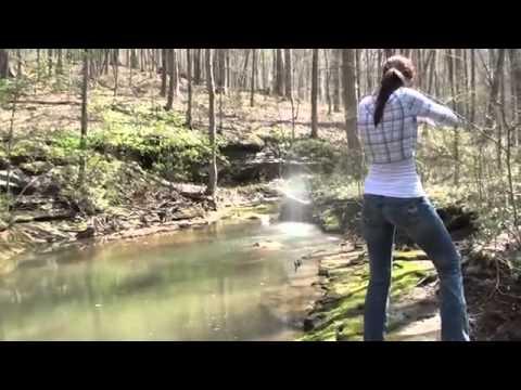 [NgắmVn.Com]  Khi con gái chơi bắn súng :))