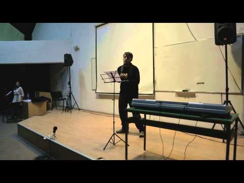 Студент му пее песна на министерот Адеми