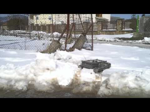 #22 Homemade RC tracked vehicle ( UGV ) - Have some fun in the snow - J.Laci