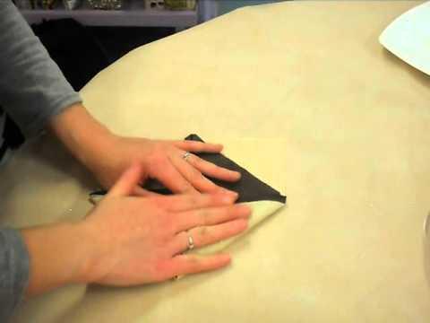 Pliage serviettes forme nénuphar 2 couleurs pour Lou