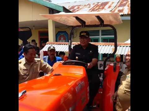 Berikan Bantuan Traktor pertanian