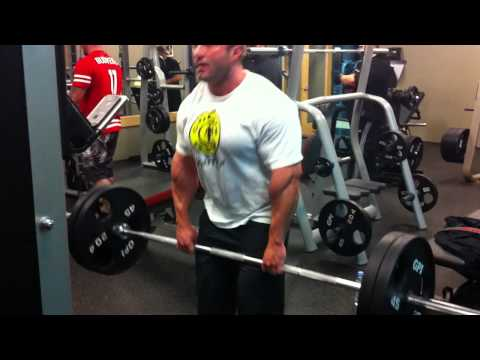 TRAINING: ADVANCED STIFF LEGGED DEAD LIFTS AT GOLD'S GYM QUEBEC