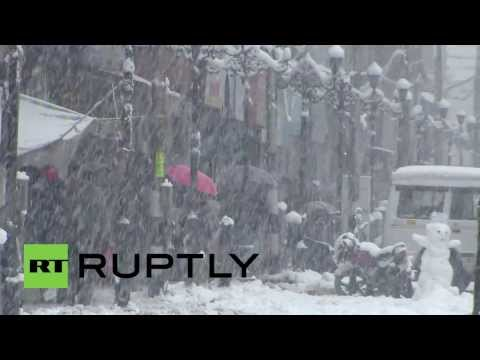 India: Heavy snow and avalanche warnings disrupt Kashmiri life