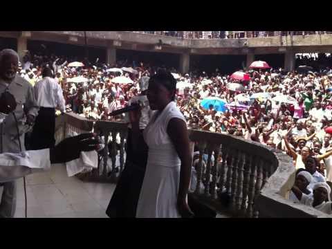 Tabernacle de Louange, Cap-Haitian, Haiti, Pastor Ecclesias, Worship leader sings