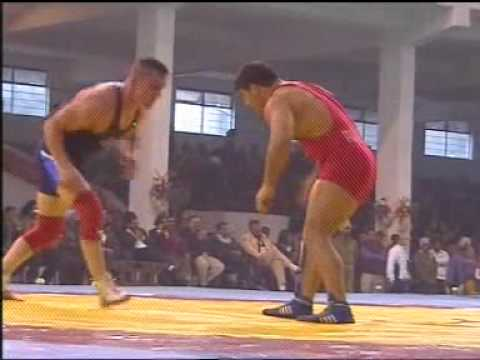 PAKISTANI WRESTLER ALI PEHLAWAN BEAT SOUTH AFRICAN WRESTLER.MPG