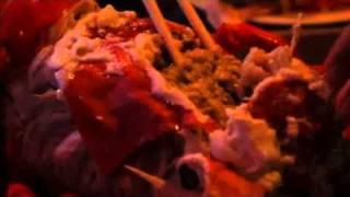 Cận cảnh ăn tôm hùm, hãy gửi ngay cho đứa bạn đang đói của bạn :D