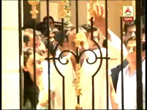 Sanjay Dutta comes out from his home to reach to surrender before Tada court in Mumbai