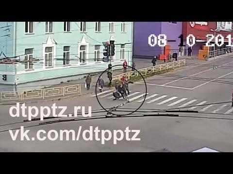 На улице Мерецкова велосипедист сбил пешехода