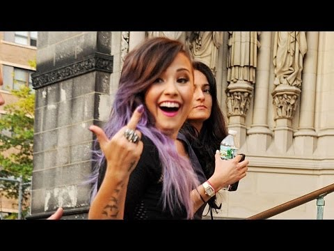 Demi Lovato SLAMS Paparazzi on Twitter & Flips Middle Finger!