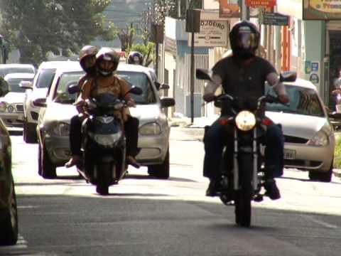 Motoristas recém habilitados ao celular correm mais riscos de acidentes