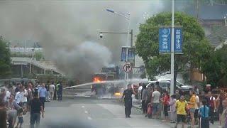 شاهد : سائق يهرب قبل ثوانٍ من اندلاع النار في شاحنة يقودها | قنوات أخرى