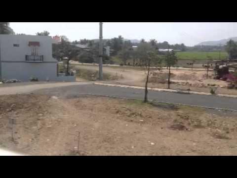 Xe chở đất phá nhà dân ở Nha Trang