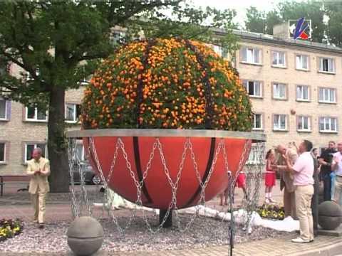 Смотреть видео Цветочная скульптура «Баскетбольный мяч»