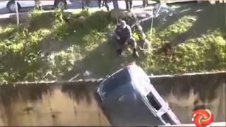 Carro cai em c�rrego em Barbacena - 08/06/15