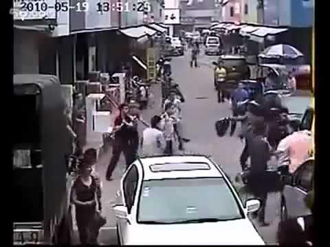 Peragut dirakam dan dibelasah beramai-ramai