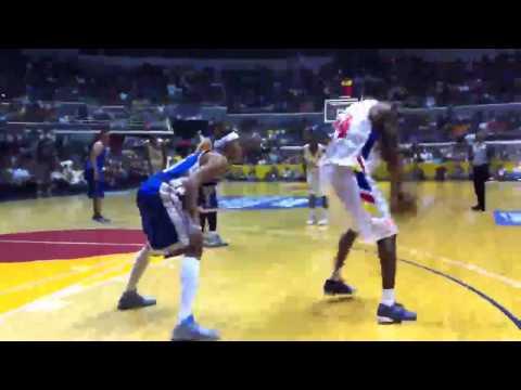 Kobe Bryant Amazing Wrap Around Dribble July 23, 2011, Araneta Coliseum, Manila, Philippines