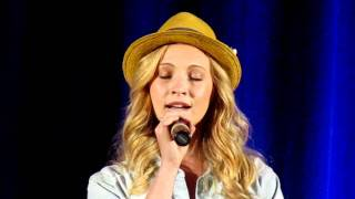 Candice Accola singing (Bloody Night Con Barcelona 2011)