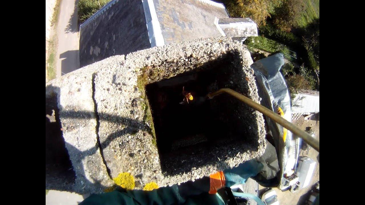destruction d 39 un nid de frelons dans un conduit de chemin e deauville youtube. Black Bedroom Furniture Sets. Home Design Ideas