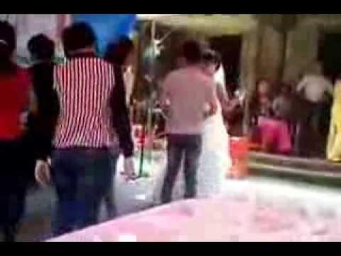 Cô dâu nhảy thác loạn trong đám cưới, tắt cmn điện :))