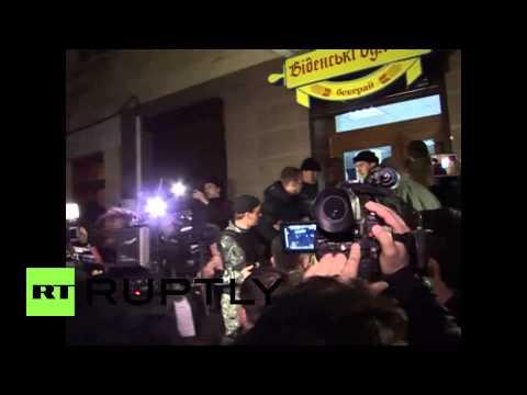 Ukraine: Crowd chants