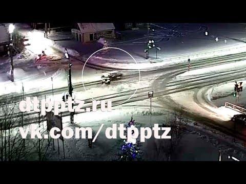 Ночью на улице Чапаева столкнулись два легковых автомобиля