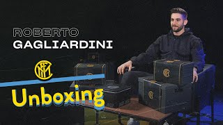 INTER UNBOXING with ROBERTO GAGLIARDINI | Harry Potter, Genoa, polenta and more! | 📦⚫🔵😯??? [SUB ENG]