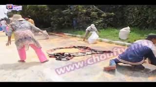 مواطنون يتسببون في قطع الطريق بعد انزلاق شاحنة محملة بالذرة | روبورتاج