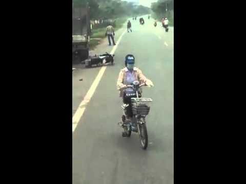 Hà Nội: Bị truy đuổi, trộm chó dùng mã tấu cướp xe người đi đường