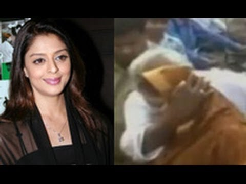 SHOCKING: Actress Nagma Molested & Kissed By Congress MLA! | Hindi Latest News | Meerut