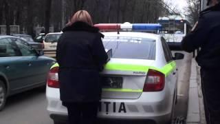 Mașina poliției a rămas ..fără numere