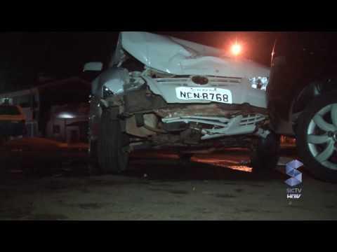 Grave acidente envolvendo dois carros no centro de...