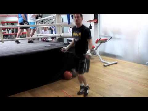 2-TIME BRITISH CHAMPION & EUROPEAN CHALLENGER LENNY DAWS WORKOUT ON THE SKIPPING ROPE / PRO SW GYM
