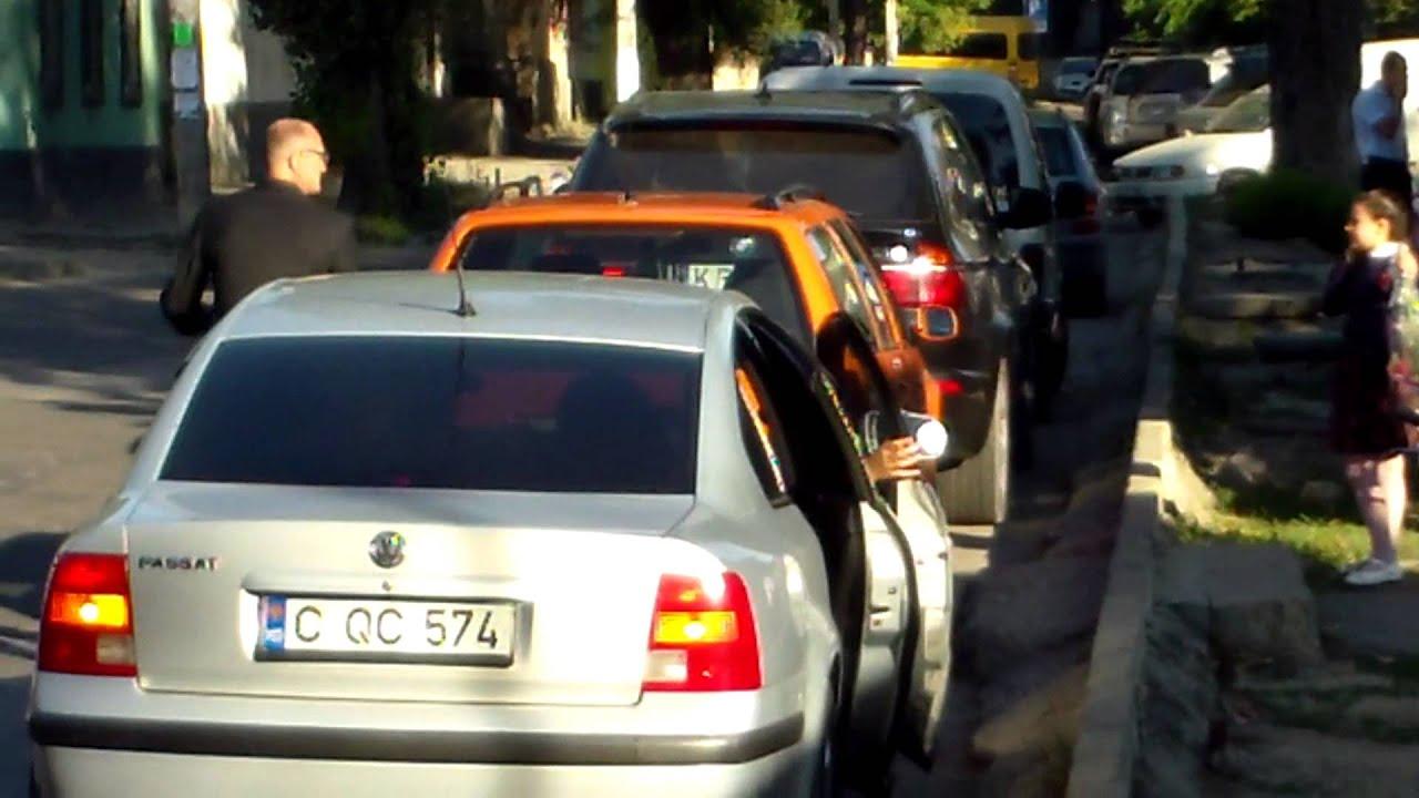 Primul sunet la liceul Cervantes filmat din stradă