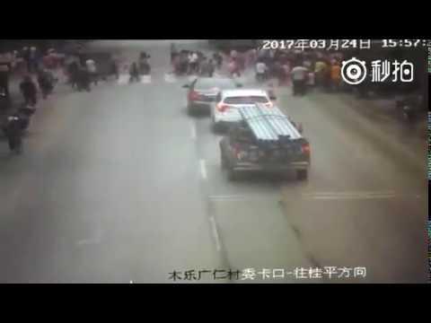 广西桂平一大货车冲向小学生致3死2伤 司机被刑拘
