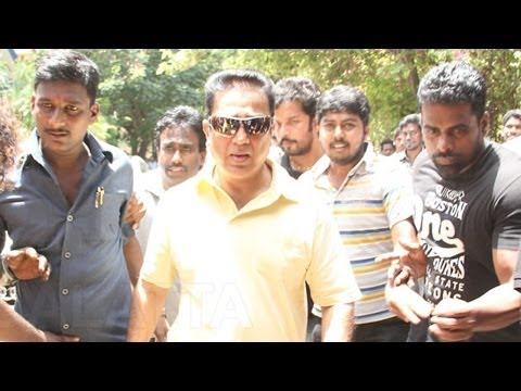 Kamal Haasan and Ilaiyaraaja Paying there Last Rites to Rama Narayanan