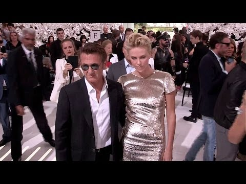 CHARLIZE THERON and SEAN PENN in LOVE at Dior Fashion Show in Paris - Photocall and Front Row