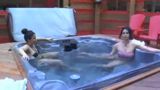 RACHELLE Pees In The Hot Tub