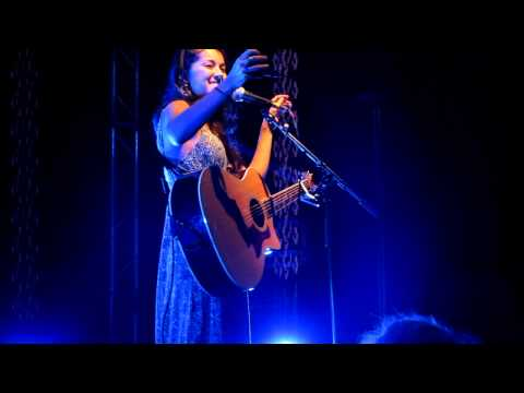 Kina Grannis 14.10.11 - Taking A Photo Of The Audience (Live in Berlin)