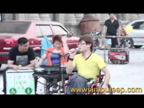 Disabled entertainer begging(3)