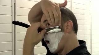 Afeitado clásico con navaja barbera