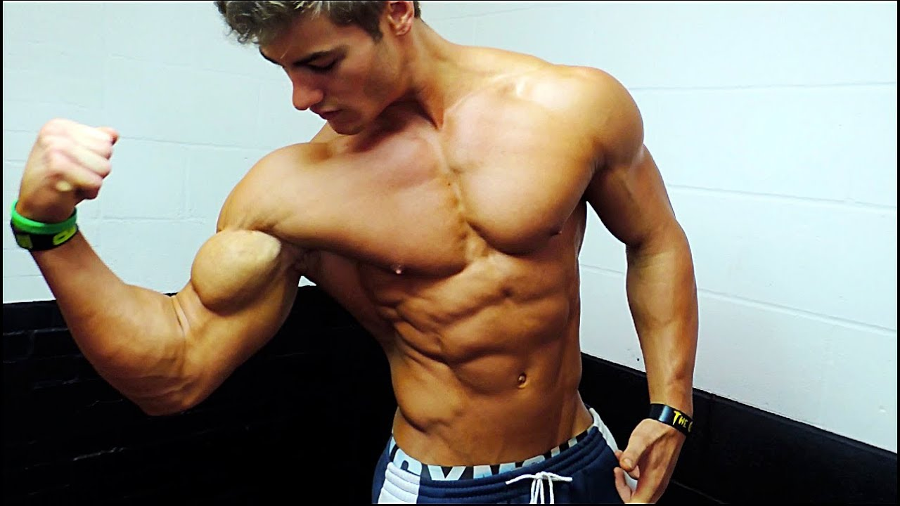 Jeff seid flexing muscles