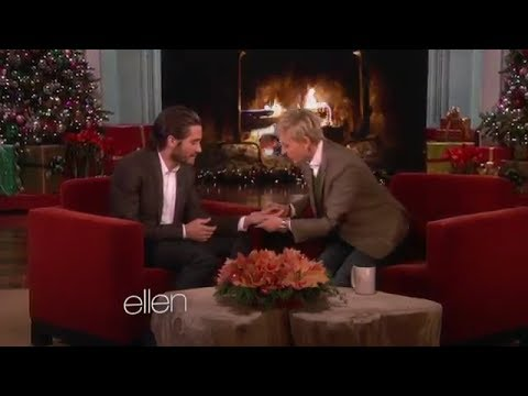 Jake Gyllenhaal's Hand Injury on Ellen Show