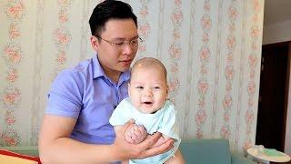 Cách 'thần kỳ' của ông bố 9x giúp con nín khóc ngay lập tức