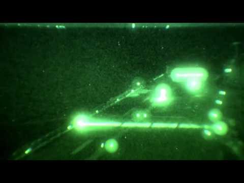 Veja o pouso vertical noturno feito pelo F-35B [vídeo] -   Este voador é capaz, no entanto, de carregar mais armamento que um F-22. O F-35B é, em sentido estrito, um avião de ataque ao solo, uma vez que consegue carregar até duas bombas pesadas. Seu desempenho em ar o categorizam como uma aeronave multifuncional – mesmo contando com discussões polêmicas acerca de seu real dinamismo em voo.