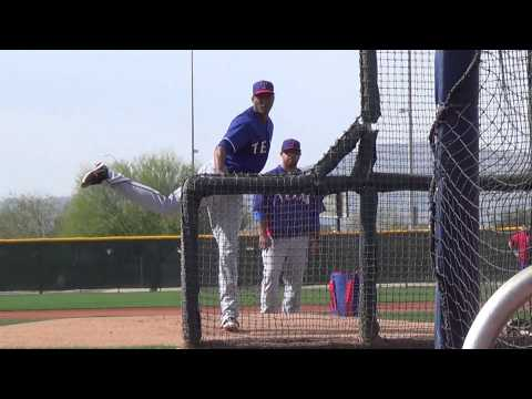 Bullpen video of the Rangers Alexi Ogando
