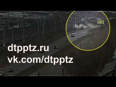 На улице Новосулажгорская опрокинулся автомобиль
